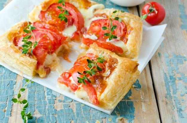 Ciasto francuskie z pomidorami