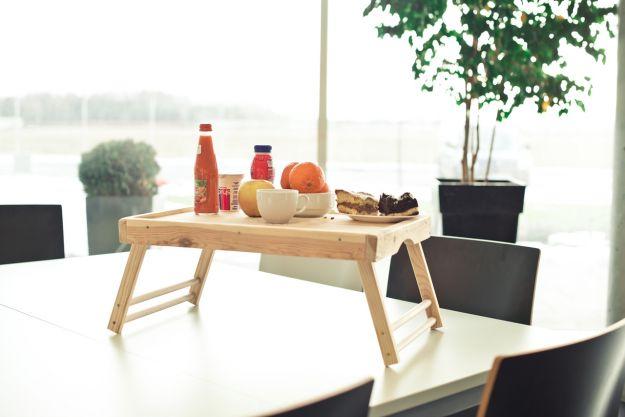 Jak zrobić stolik śniadaniowy dla ukochnej?