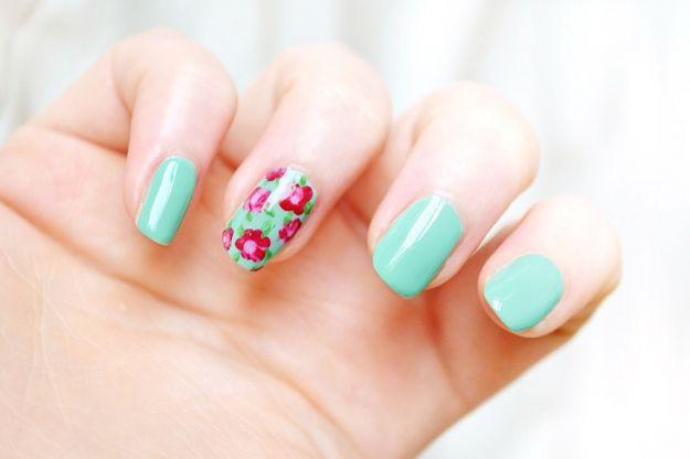 Paznokcie w kwiatki - manicure na wiosnę i lato