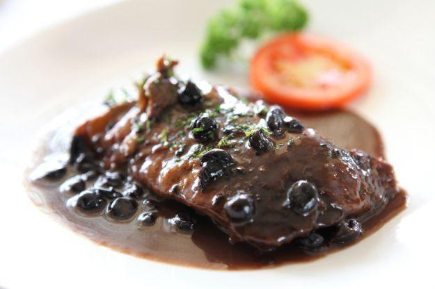 Mięso z sosem borówkowym