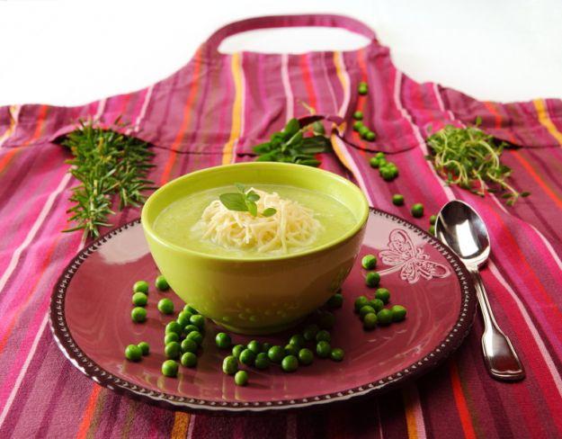 Zupa z zielonego groszku z nitkami