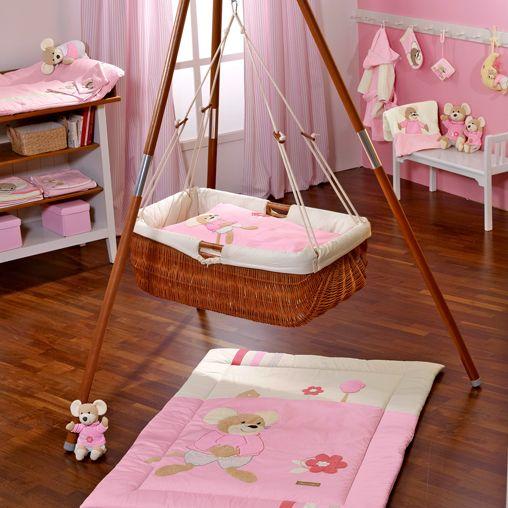 Różowe, niebieskie, białe i beżowe pokoiki dziecięce
