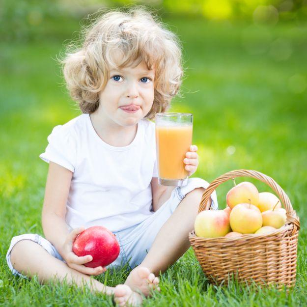 Uważaj na soki owocowe. Mogą zniszczyć zęby Twojego dziecka