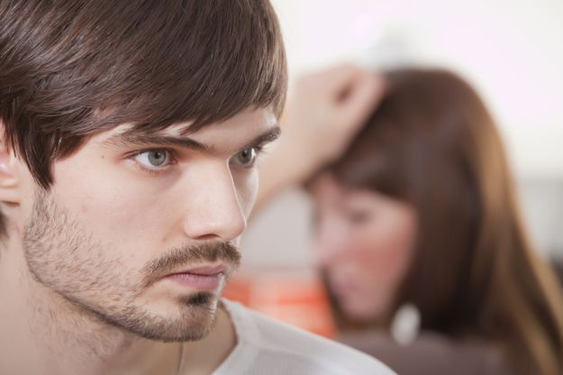 Jak sprawdzić kiedy mężczyzna kłamie?