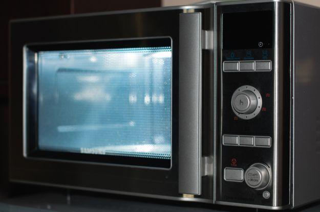 Jak wyczyścić kuchenkę mikrofalową?