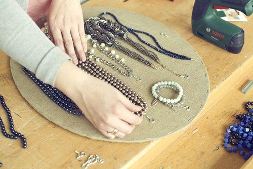 Zrób to sam: rama na biżuterię