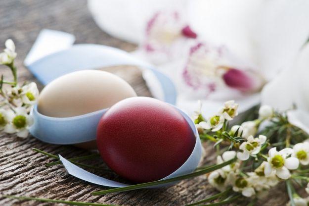 Farbowanie jajek herbatą