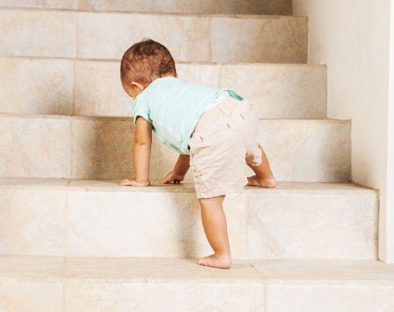 Uważaj! Tylko tak unikniesz wypadku dziecka w mieszkaniu!