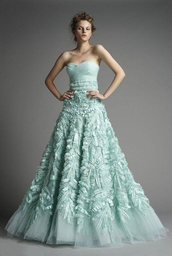 Mi�towe suknie �lubne - hit 2013