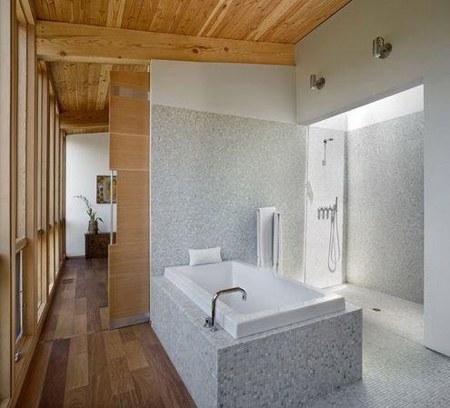 łazienka w domu z bali