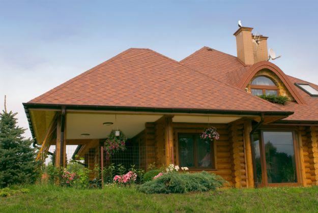 klimatyczny , brązowy domek