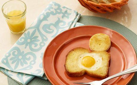 Pomysł na śniadanie - jajko sadzone w chlebie