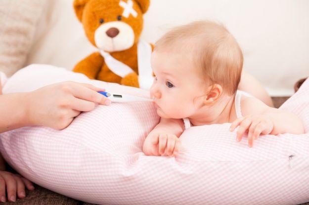Gorączka u dziecka budzi strach
