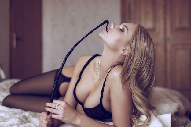 5 erotycznych gadżetów, które warto mieć w szafce nocnej!