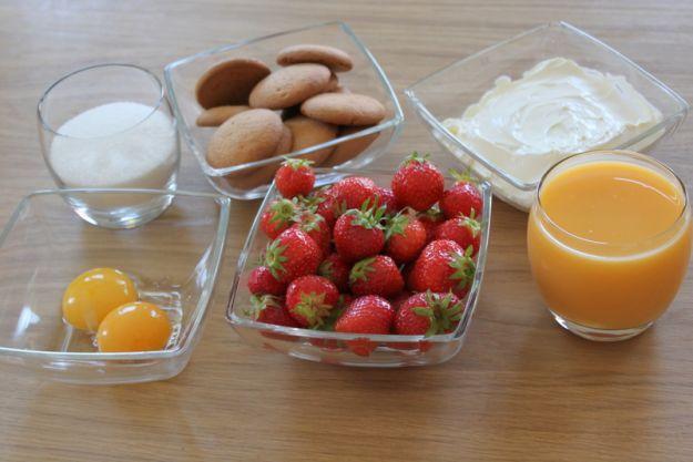 Składniki na deser truskawkowy