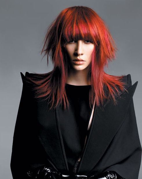 Długie włosy z grzywką - 10 propozycji fryzur na jesień!