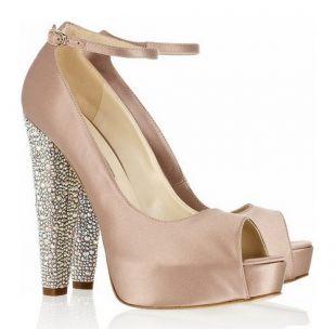 Buty na słupku - trendy 2012