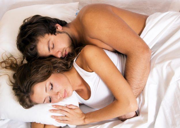 Pozycje partnerów podczas snu