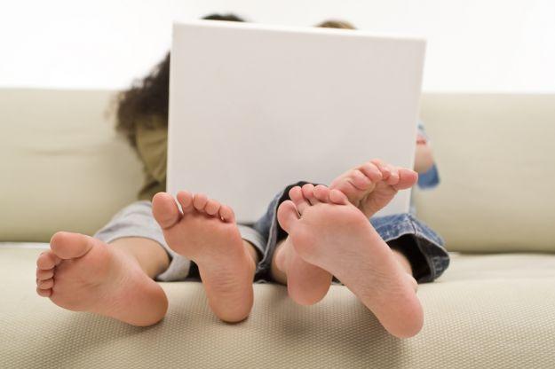 Jak zmieniają się nóżki dziecka w czasie jego rozwoju?