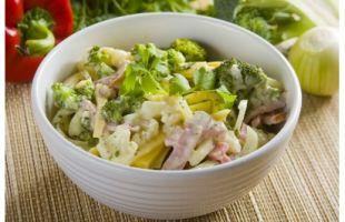 Sałatka z kalafiorem i brokułami