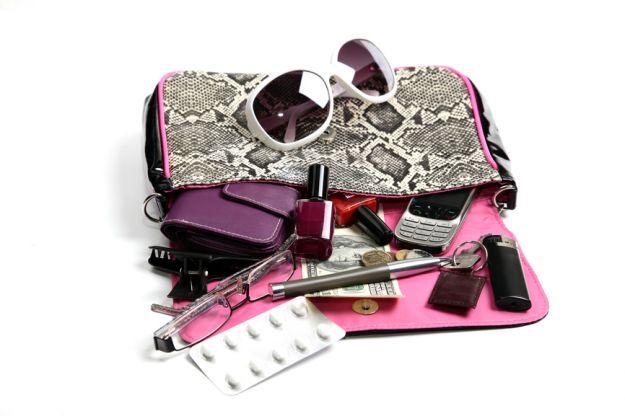 Co można znaleźć w kobiecej torebce?