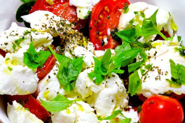 Sałatki z pomidorami