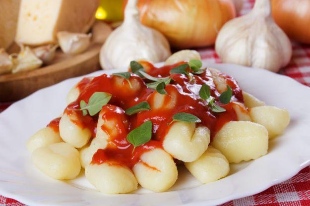 Kluseczki gnocchi z sosem pomidorowo-bazyliowym