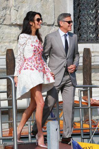 Co s�dzisz o sukience po�lubnej �ony Clooneya?