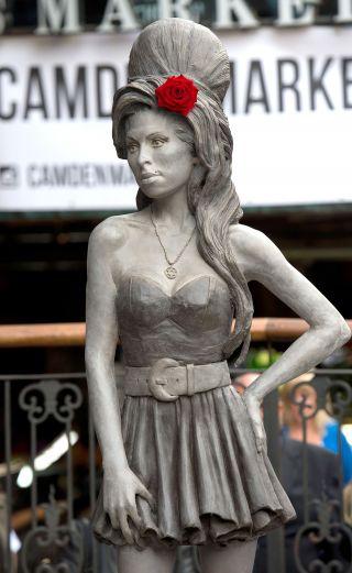 Co s�dzisz o pomniku Amy Winehouse?